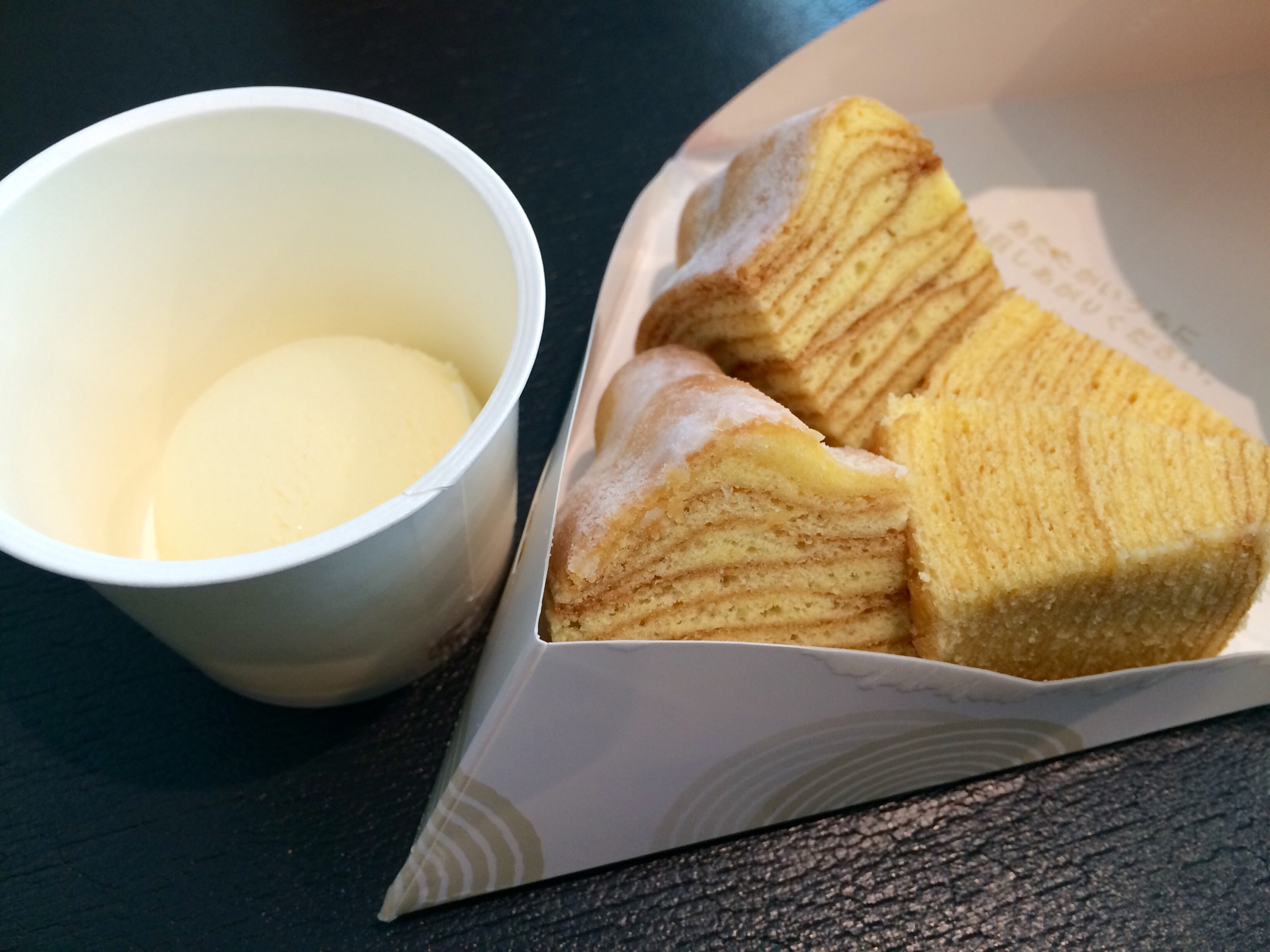 "[Haneda Airport Building No. 2] Ice has eaten Baumkuchen with ice cream at ""Torori"" and ""Cafe Nenrinie"""