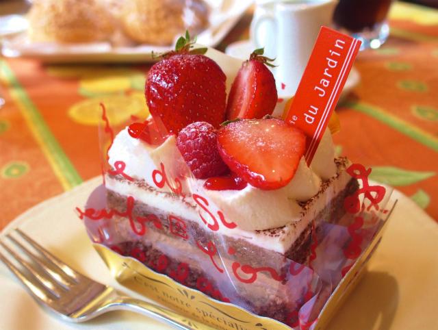 【福生】カフェ・ドゥ・ジャルダンでサクサクサブレシューと苺チョコケーキ