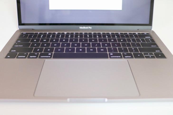 【開封レビュー】MacBook Pro 13インチ(2017)を5年ぶりに買ったからサイズとか比較してみたよ!