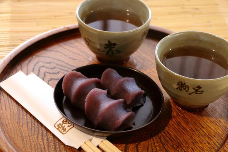 【伊勢神宮おはらい町】赤福本店のお座敷で番茶付きお召し上がり盆をいただく
