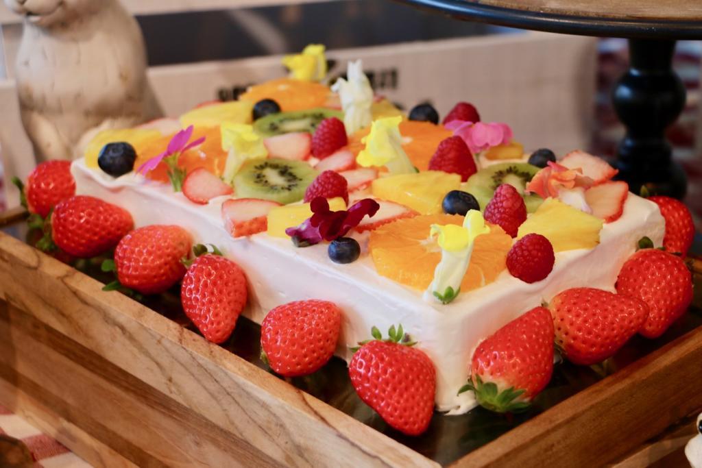 お花畑でつかまえて フラワーフルーツショートケーキ