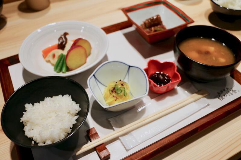 【象印食堂が表参道と大阪に期間限定オープン】職人が作る南部鉄器 極め羽釜で炊いたごはんを食べ比べしてきた【PR】