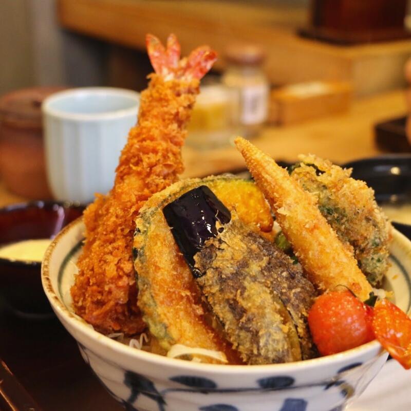 【水道橋】新潟カツ丼 タレカツ 神保町本店でサクサク「特製ヒレかつ合い盛り丼」エビと野菜がたっぷりで大満足