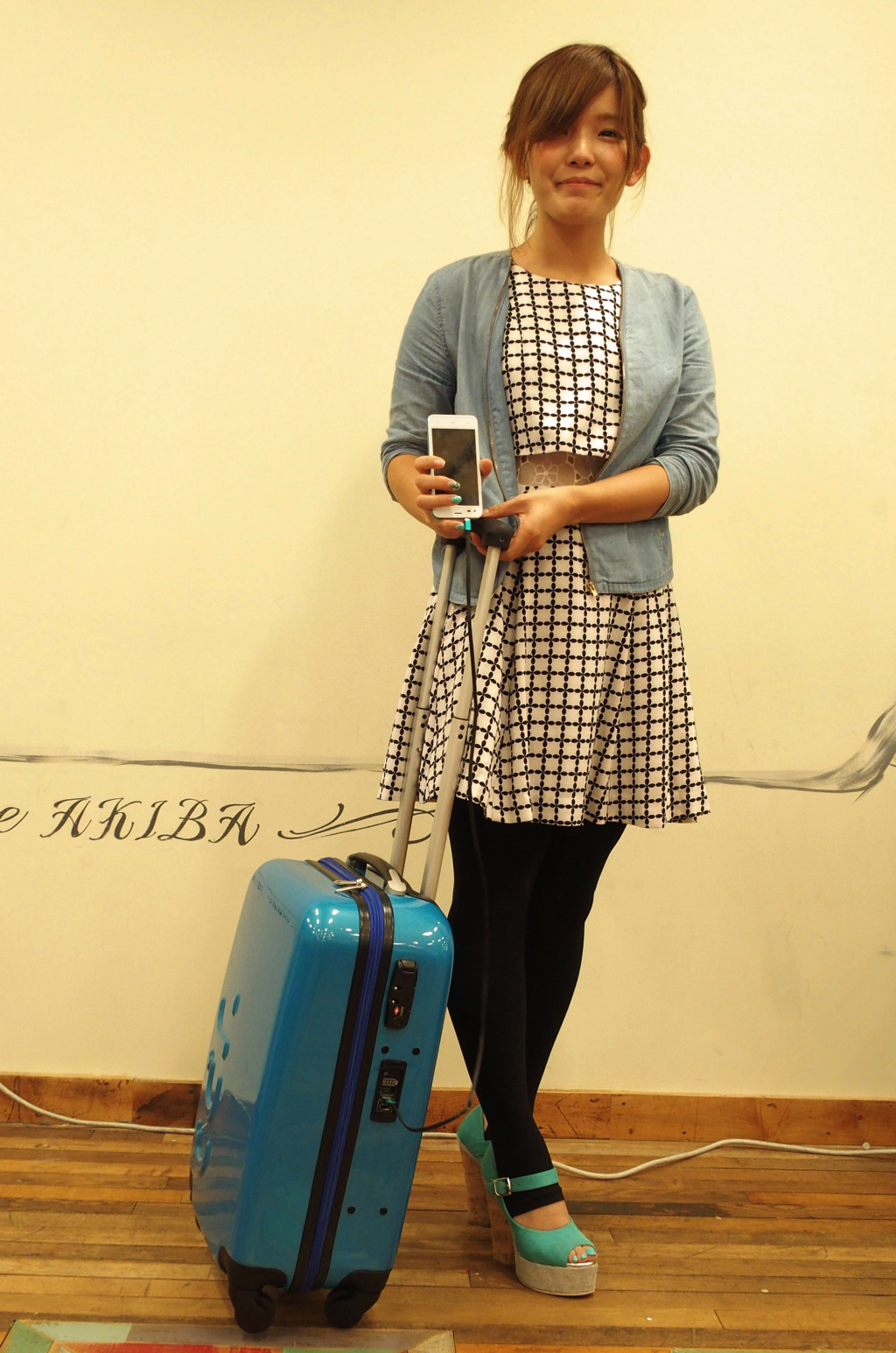 "[Mobile battery equipped suitcase] ""UPQ Bag TR01"" solves the power problem of the destination!"