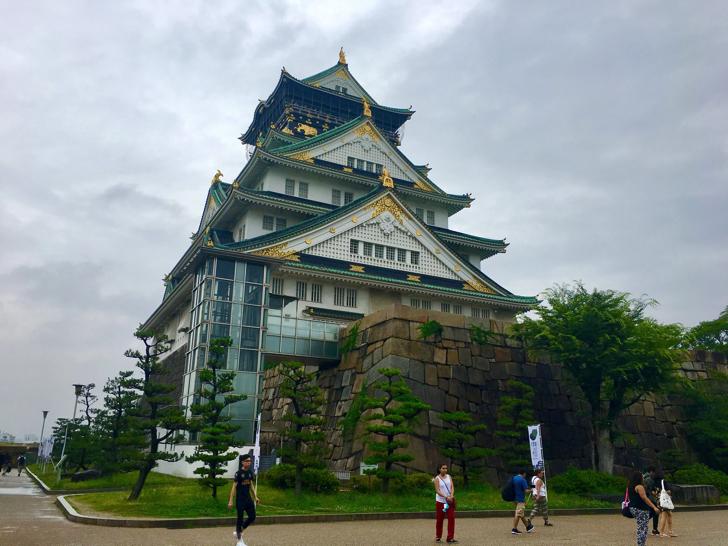 大阪城を見に行ったり