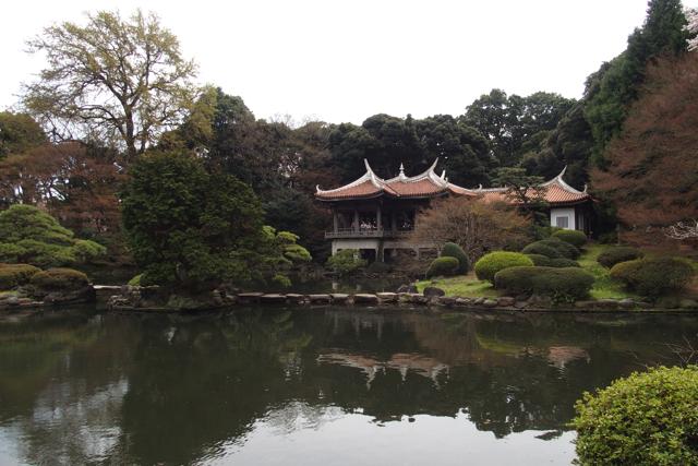 新宿御苑のアジアンな建物