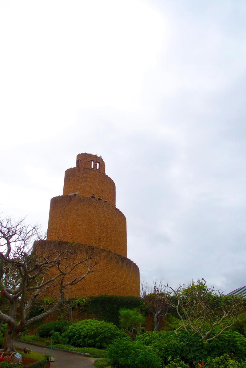 【沖縄・熱帯ドリームセンターのバベルの塔】遠見台からの絶景を見てきた!