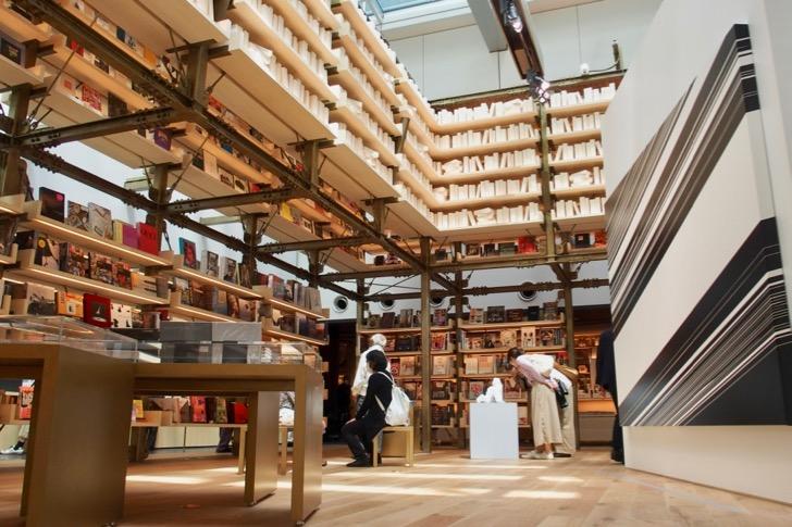 6階 銀座 蔦屋書店
