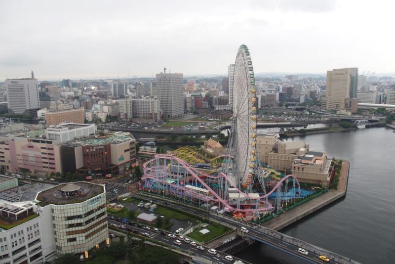 横浜ランドマークタワーや観覧車が目の前