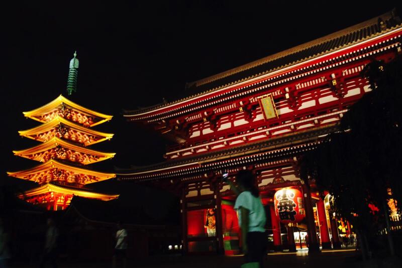 【23時までライトアップ】伝法院通り〜浅草寺を夜さんぽ