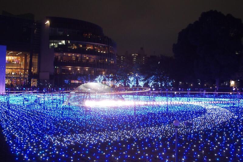 【イルミネーションさんぽ】幻想的な宇宙の世界!東京ミッドタウンで恒例の「スターライトガーデン2015」が開催中