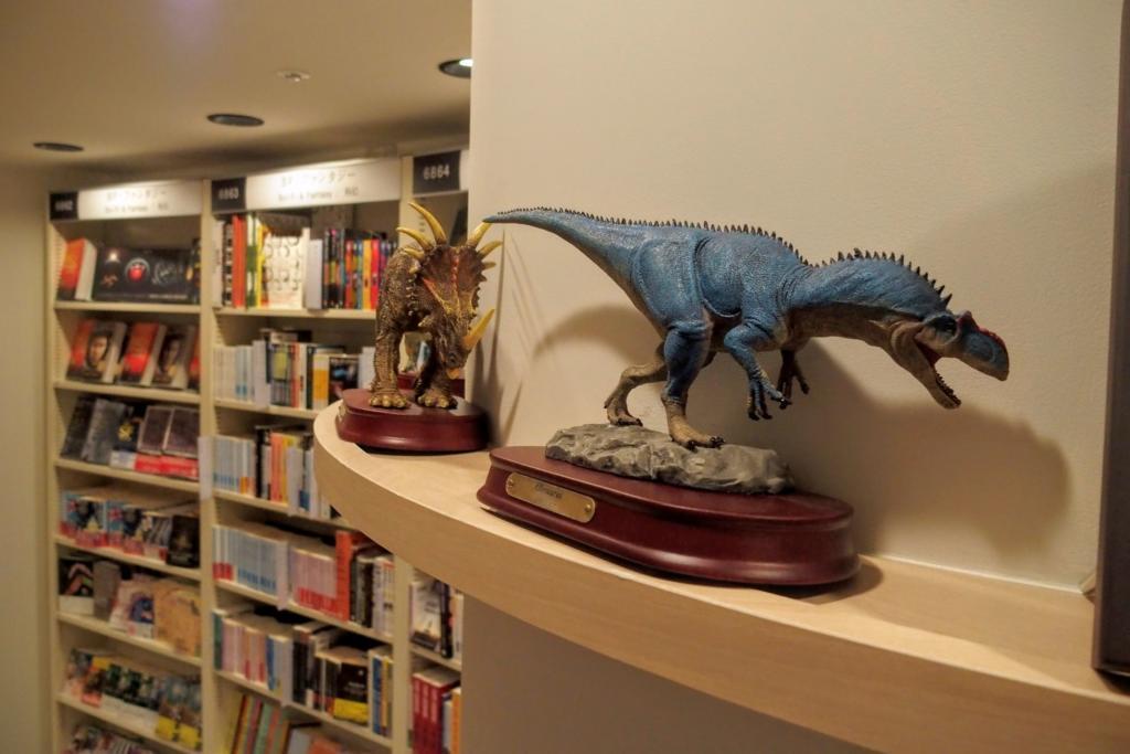恐竜の模型まで