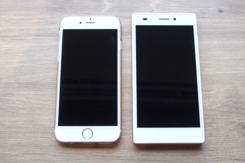 iPhone6s(4.4インチ)とのサイズ比較