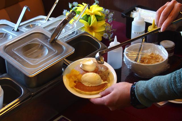 PC130235dennys pancakes