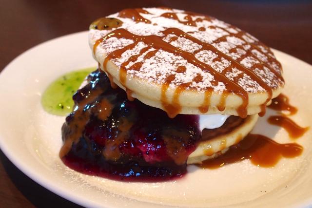 PC130259dennys pancakes