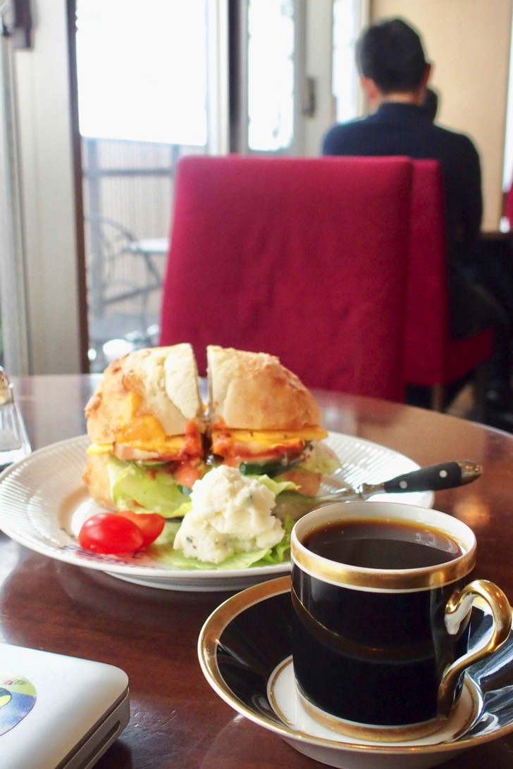 【Nakameguro Lunch】 Enjoy special coffee while having omelette double sandwich set at Cafe Hwaseong