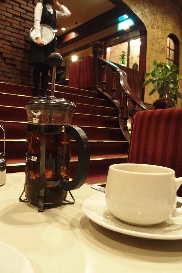 【名曲・珈琲 新宿らんぶる】昭和の香り溢れる老舗の穴場喫茶店でエビピラフセット