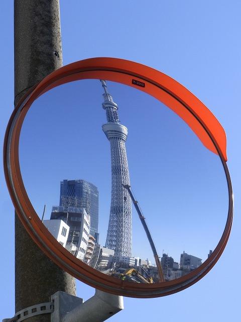 ミラー越しの東京スカイツリー