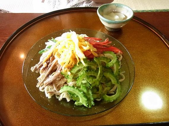 夏バテにもってこい!沖縄そば屋「謝名亭」さんの「冷やし沖縄そば」と「てびちそば」を食べた