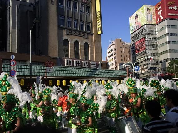 アサイー飲んで浅草サンバ(週刊 東京散歩ぽ 8/26)