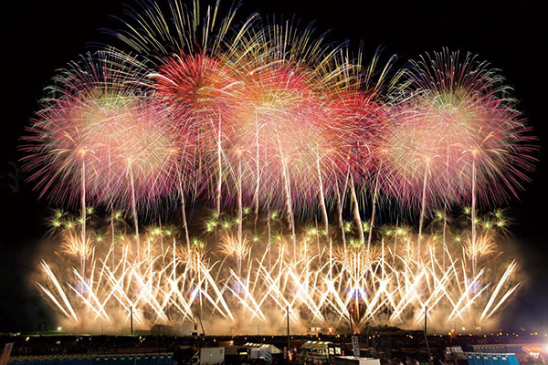 [Hankyu traffic company announces fireworks contest ranking of the whole country] Omagari fireworks display is the 1 rank! Let's watch fireworks in the reservation difficult paid admission seat!