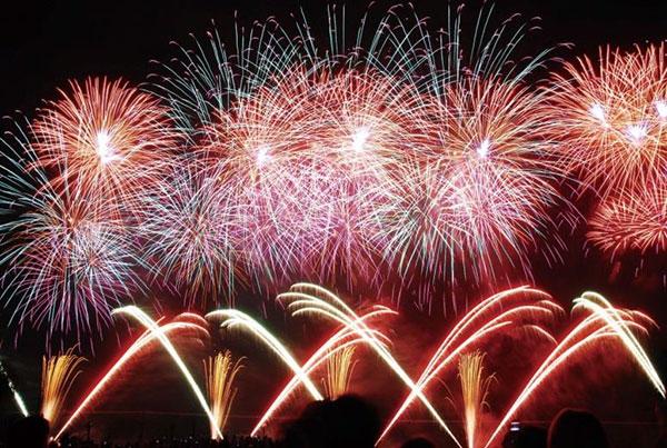 諏訪湖祭湖上花火大会(長野県諏訪市)
