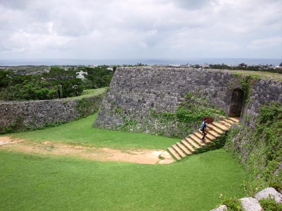 【沖縄の世界遺産】座喜味城跡で見た眺望が美しい!