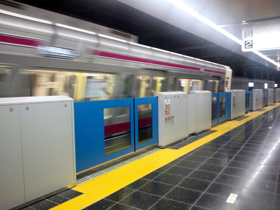"""地下化当日の京王線""""新旧""""調布駅に行ってきた"""