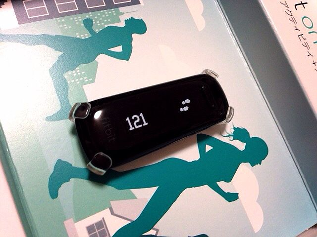 "We purchase wireless activity meter ""fitbit one"" which cooperates with iPhone! The opening ceremony"