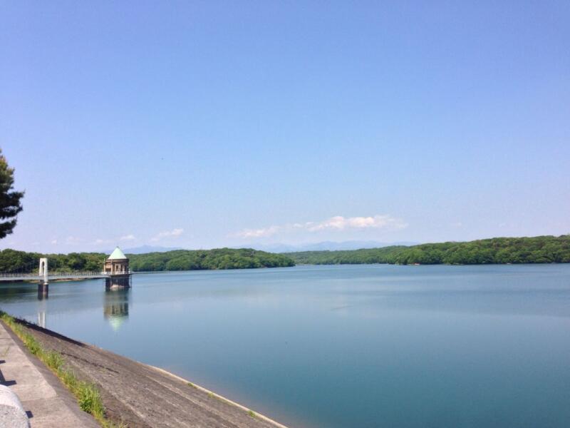 狭山湖がドーンと見えて来ました